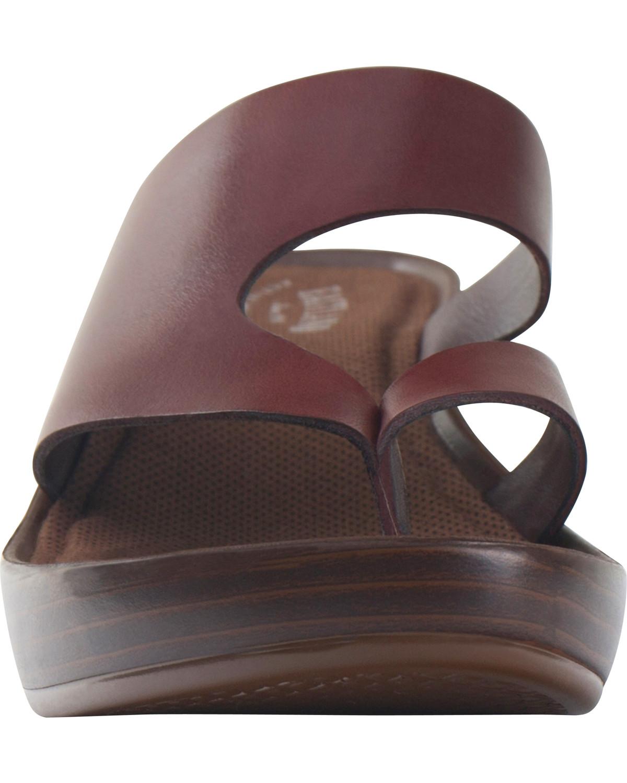 a07eb351c310 Eastland Women s Brown Laurel Wedge Thong Sandals