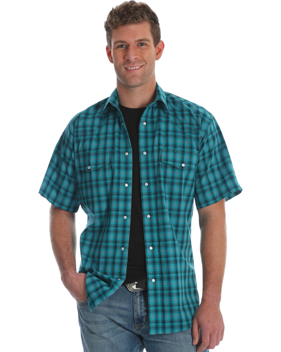 Wrangler Men's Green Wrinkle Resistant Short Sleeve Shirt , Green, hi-res