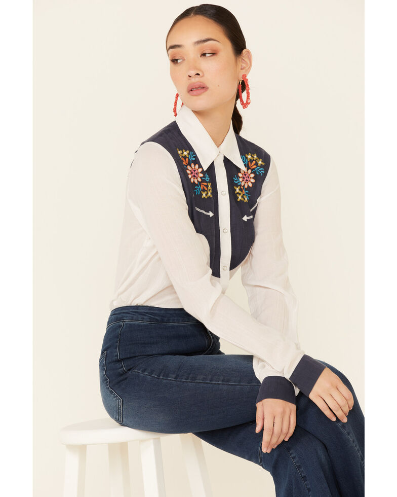Studio West Women's White Embroidered Yoke Long Sleeve Snap Western Core Shirt , White, hi-res