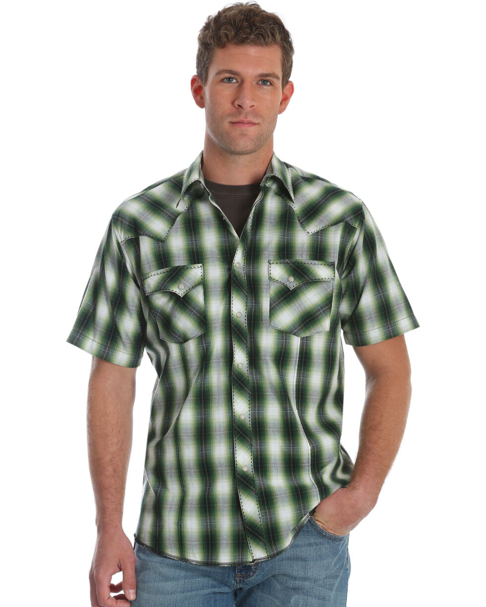 Wrangler Men's Green Plaid Western Short Sleeve Shirt , Green, hi-res