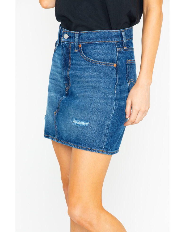 Levi's Women's Middle Avenue Med Wash Denim Skirt , Blue, hi-res