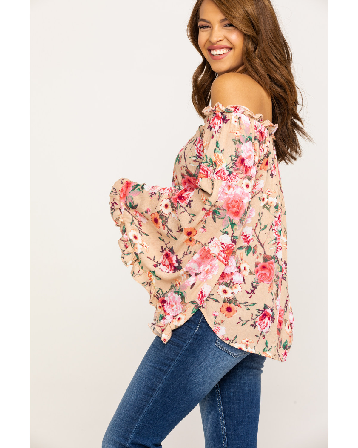 aafabdeea2e2e Red Label by Panhandle Women s Coral Floral Crinkle Off Shoulder Bell  Sleeve Top