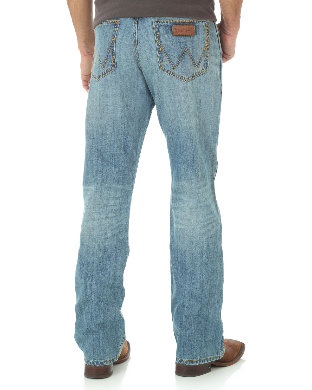 3f2fad300c2d Zoomed Image Wrangler Men's Retro Relaxed Boot Cut Jeans, Indigo, ...