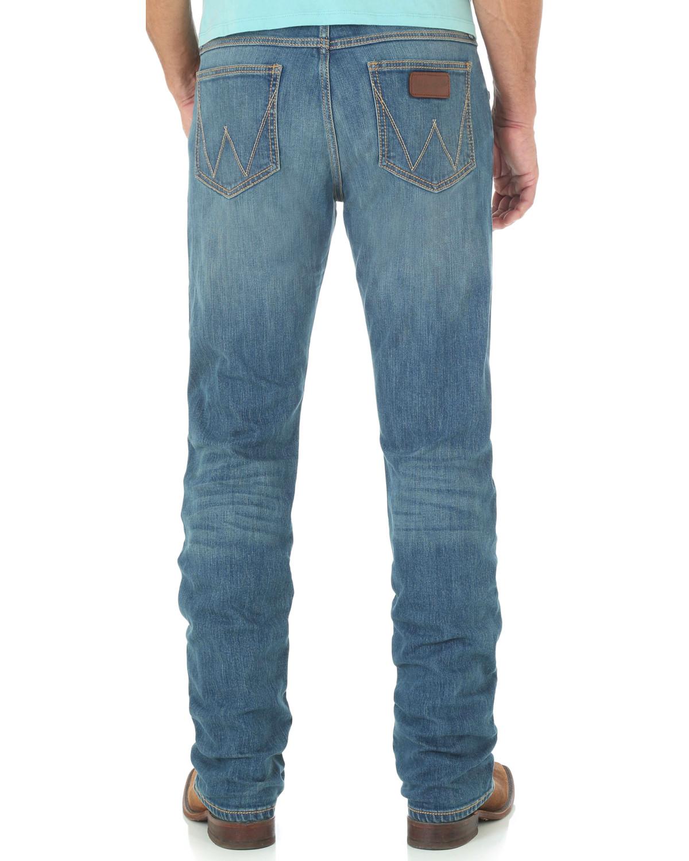 ffb8ca46 Zoomed Image Wrangler Retro Men's Huntsville Slim Fit Straight Leg Jeans,  Blue, ...