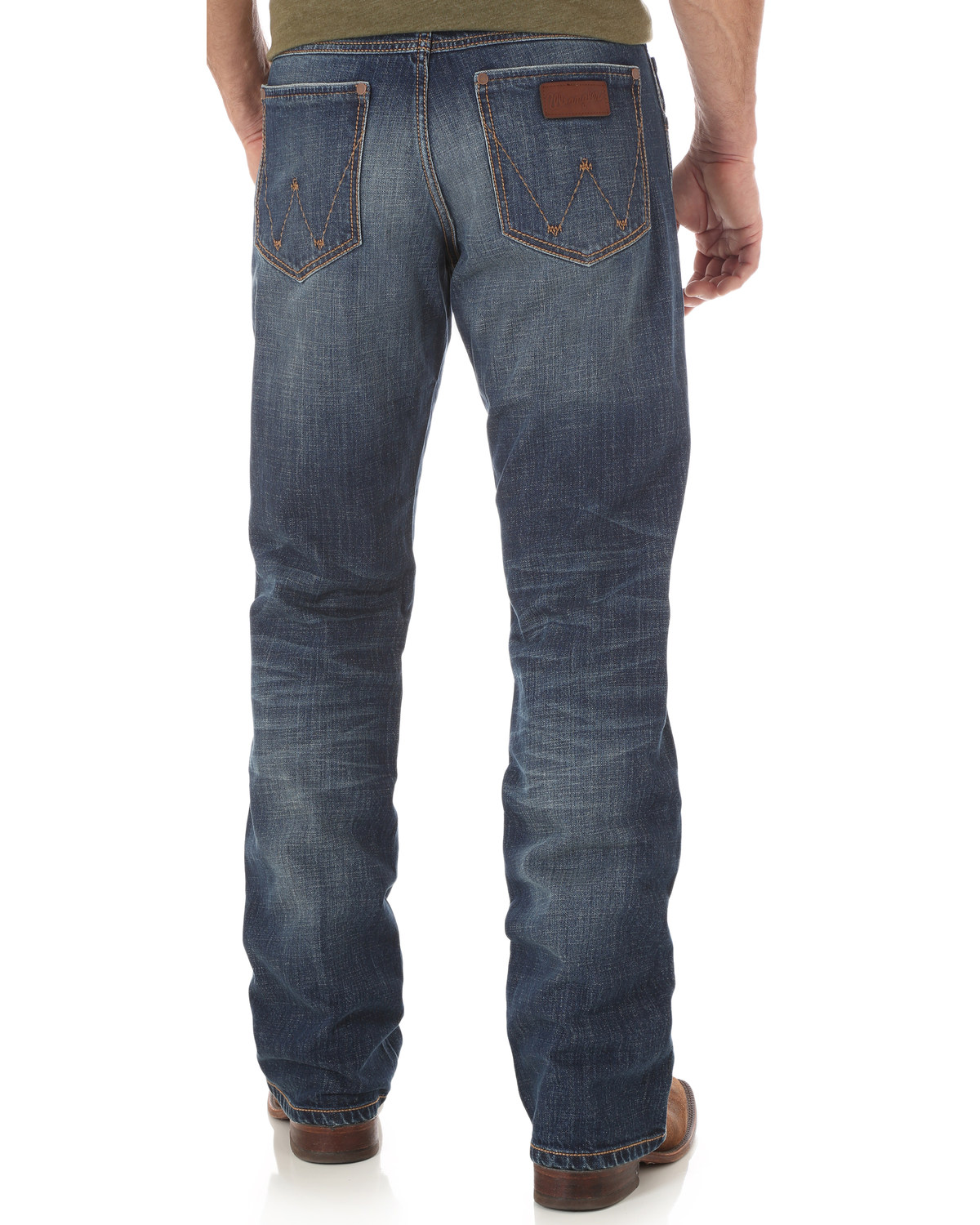 f97846b59e6 Zoomed Image Wrangler Men's Retro Relaxed Fit Mid Rise Boot Cut Jeans,  Indigo, ...