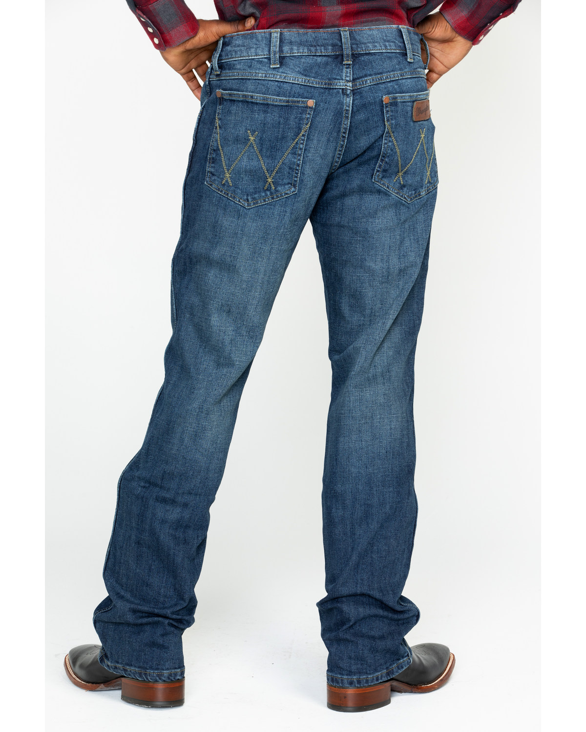 34a99e92880 Zoomed Image Wrangler Retro Men's Hale Relaxed Boot Cut Jeans, Blue, ...